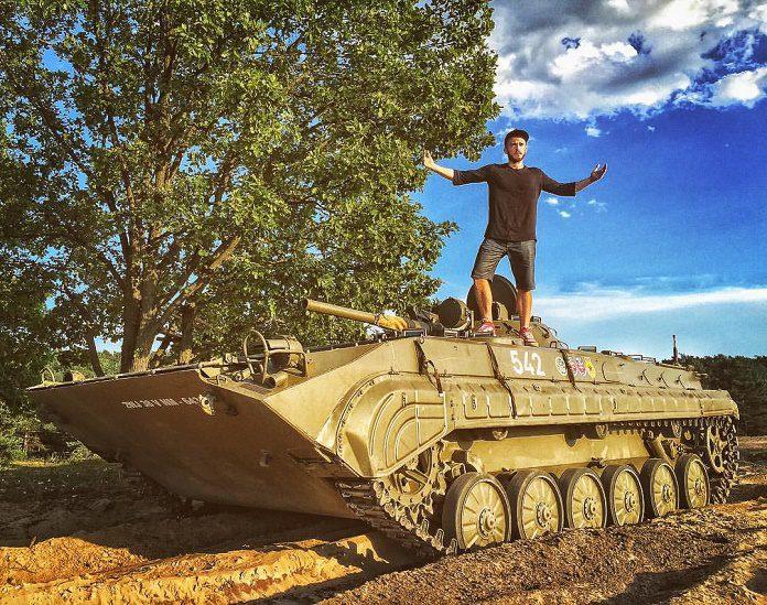 Matej Zrebný a tank vo videu