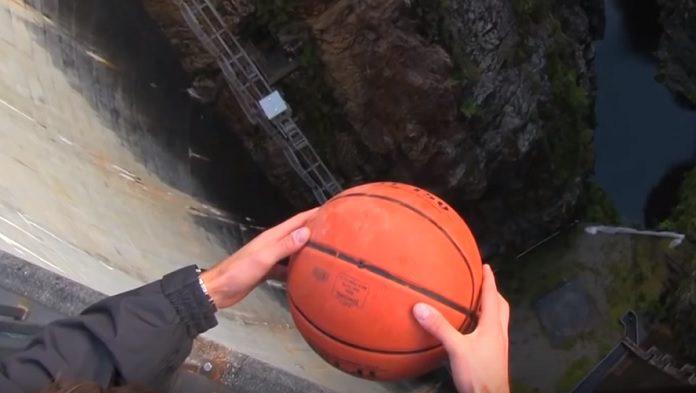 Pokus s basketbalovou loptou