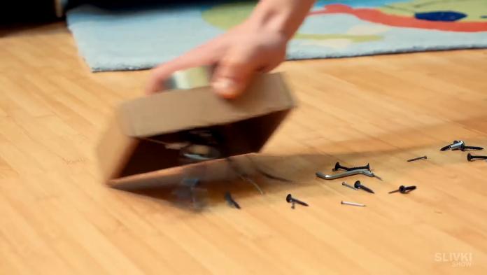 magnet zbiera klince