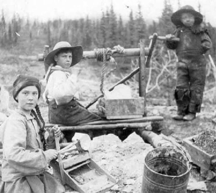 """""""Greta Thunberg"""" na historickej fotografiíí."""