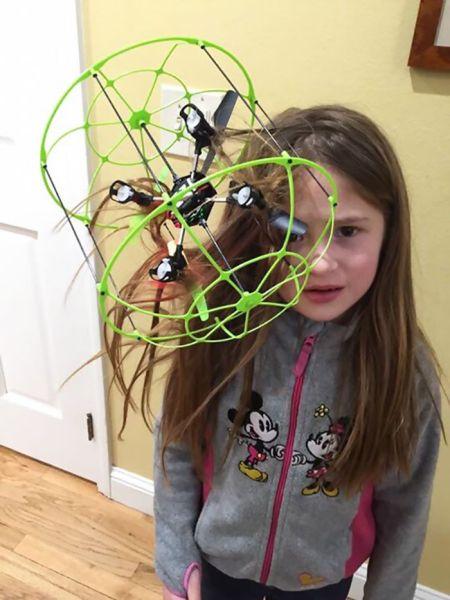 dieťa a dron
